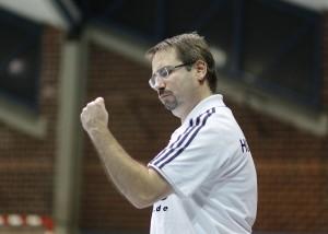 Frank Ziehfreund in Siegerpose. Es ist ihm zu wünschen, dass er sie als SG-Trainer noch oft zeigen kann.