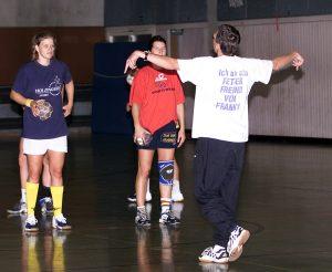 Eine der ersten Trainingseinheiten vor der Saison 2003/2004. Der EZ-Reporter schaut zu und schreibt eine Trainingsreportage.