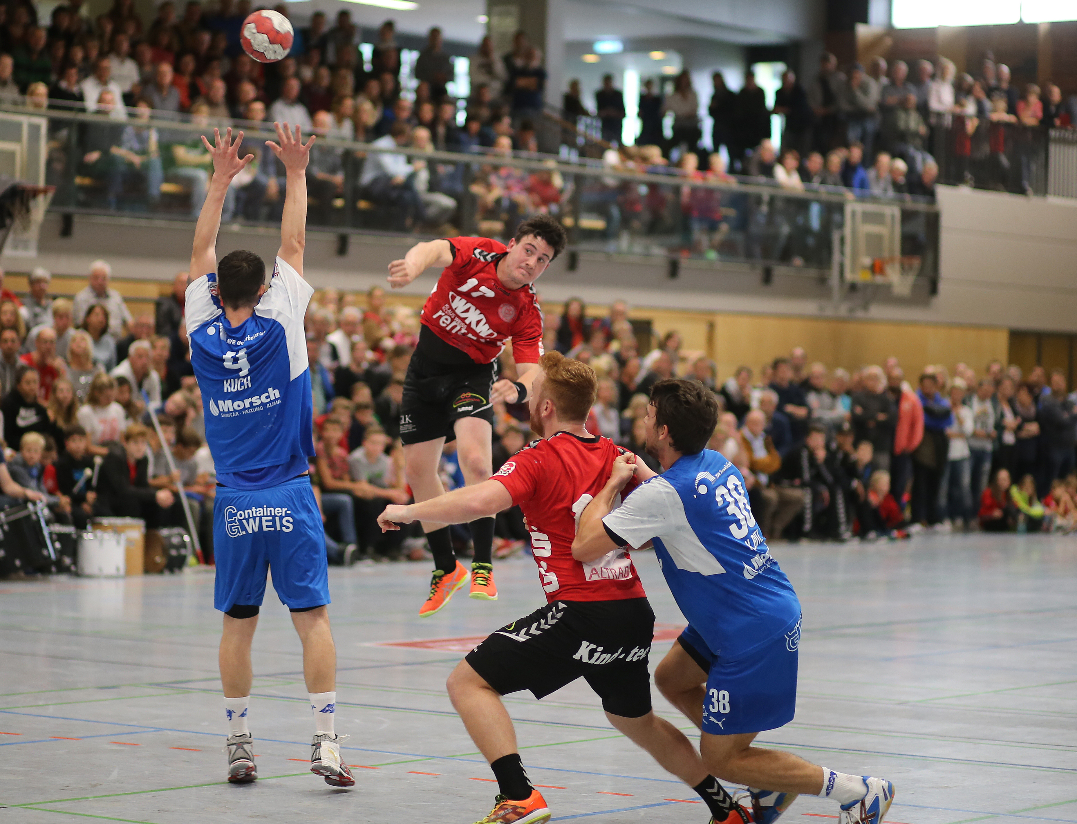 stoßen auf lücke handball video